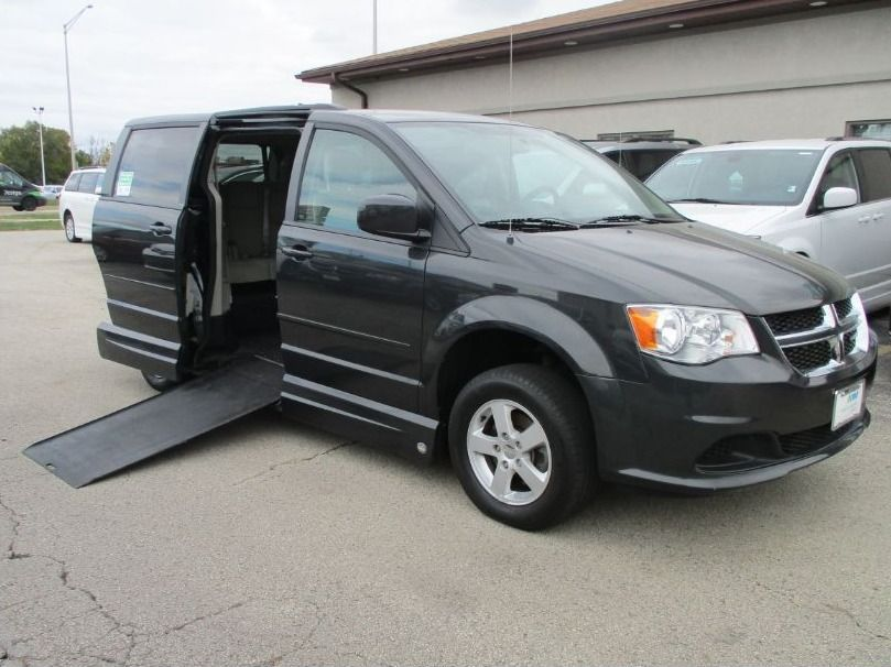 Dodge Grand Caravan with Side Entry Automatic In Floor ramp
