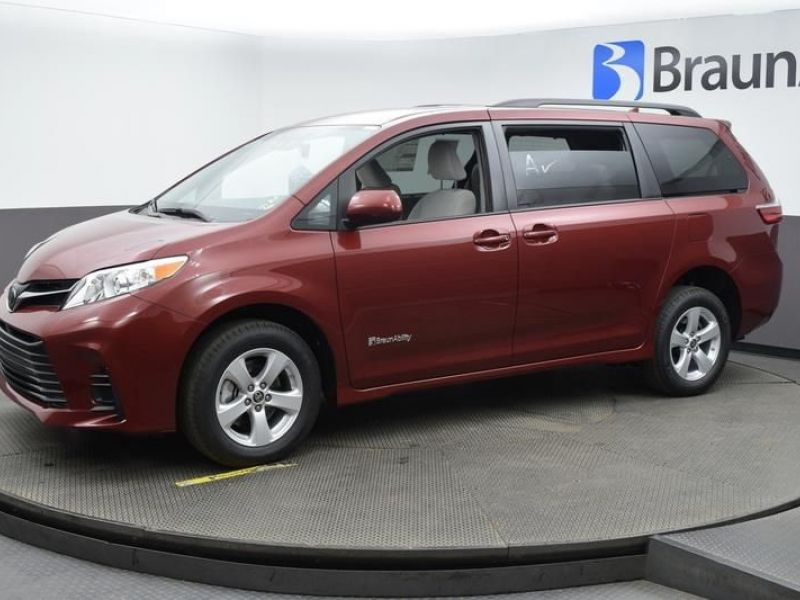 Red Toyota Sienna image number 17