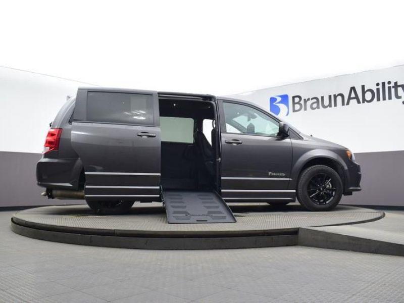 Gray Dodge Grand Caravan image number 13