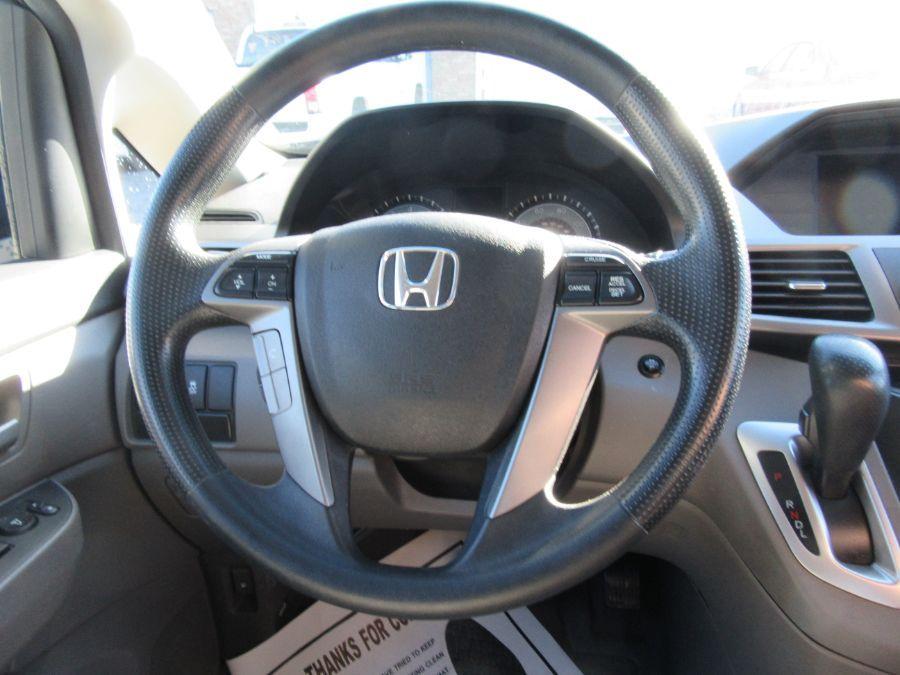 Brown Honda Odyssey image number 11