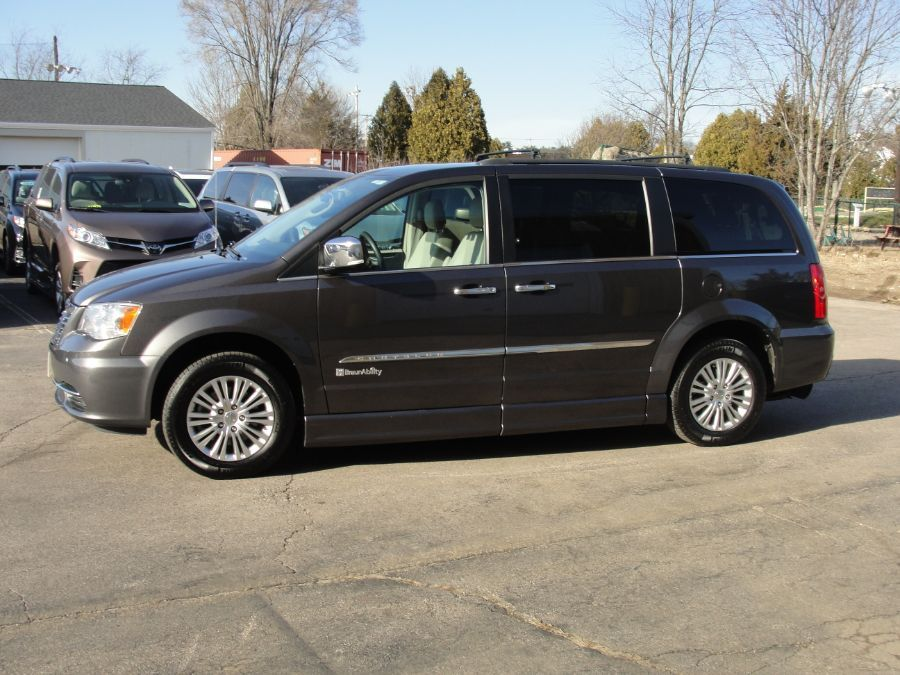GRAY Chrysler Town and Country image number 4