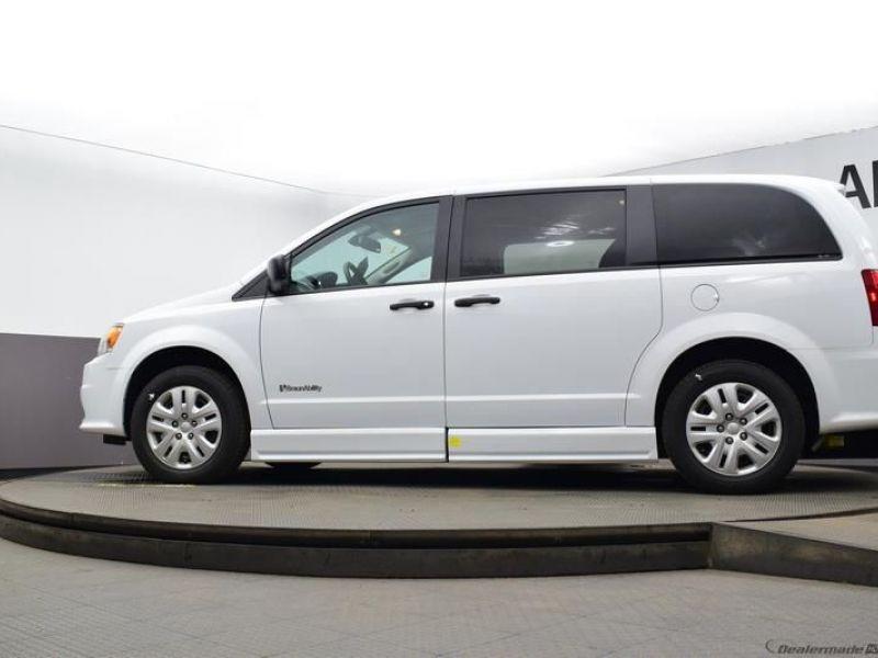 White Dodge Grand Caravan image number 16