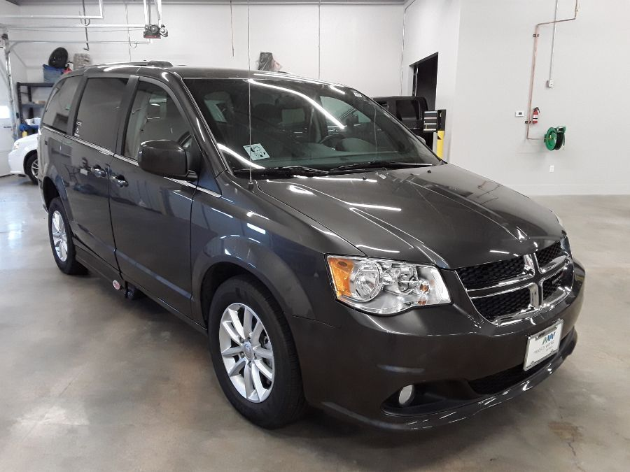 Gray Dodge Grand Caravan image number 4