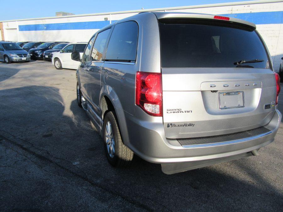 Silver Dodge Grand Caravan image number 16