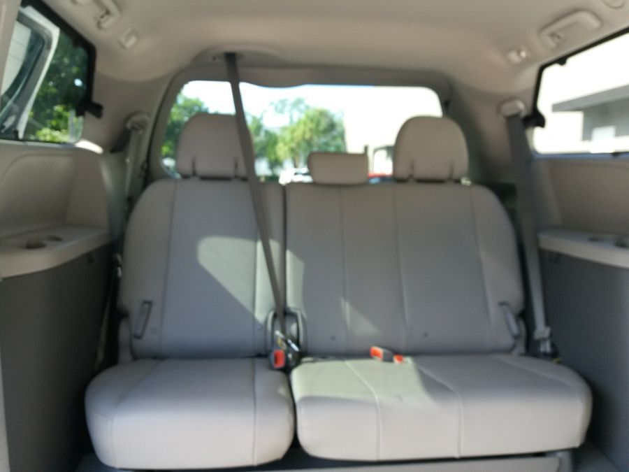 White Toyota Sienna image number 16