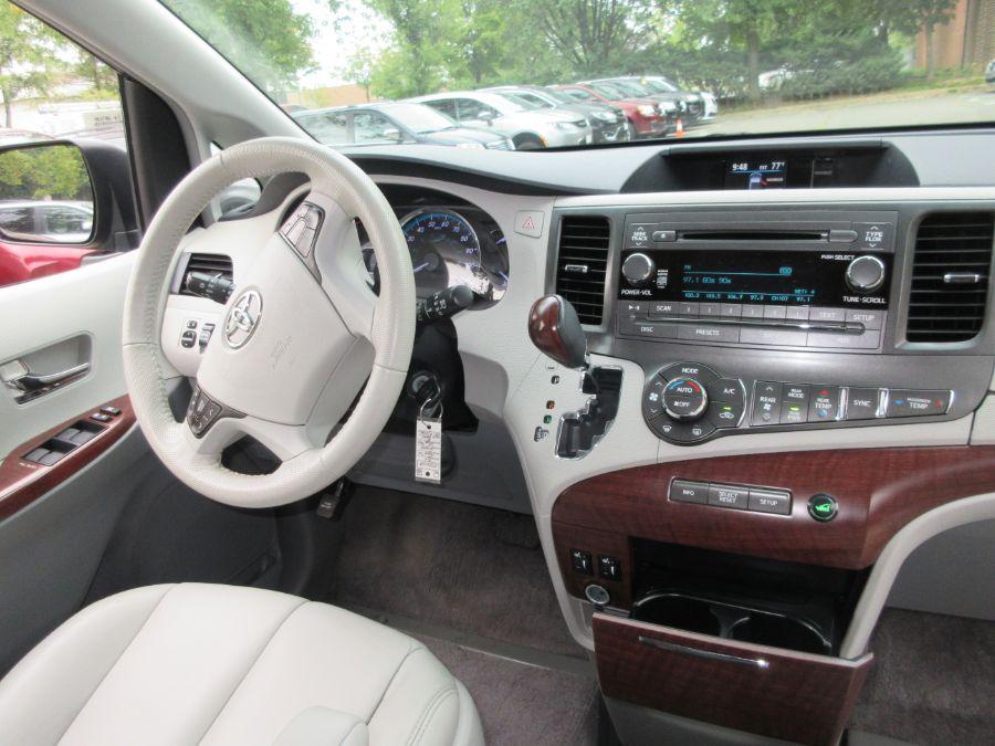Toyota Sienna image number 5
