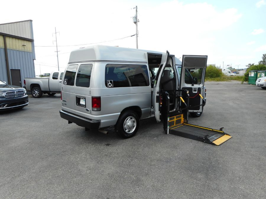Silver Ford E-150 image number 6