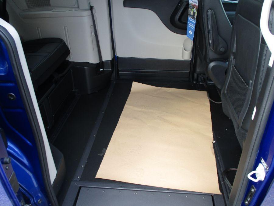 Blue Dodge Grand Caravan image number 21