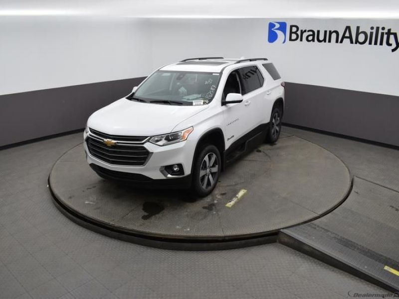 White Chevrolet Traverse image number 24