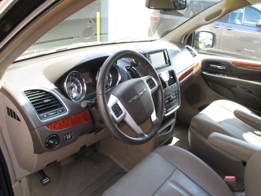 Black Chrysler Town and Country image number 26