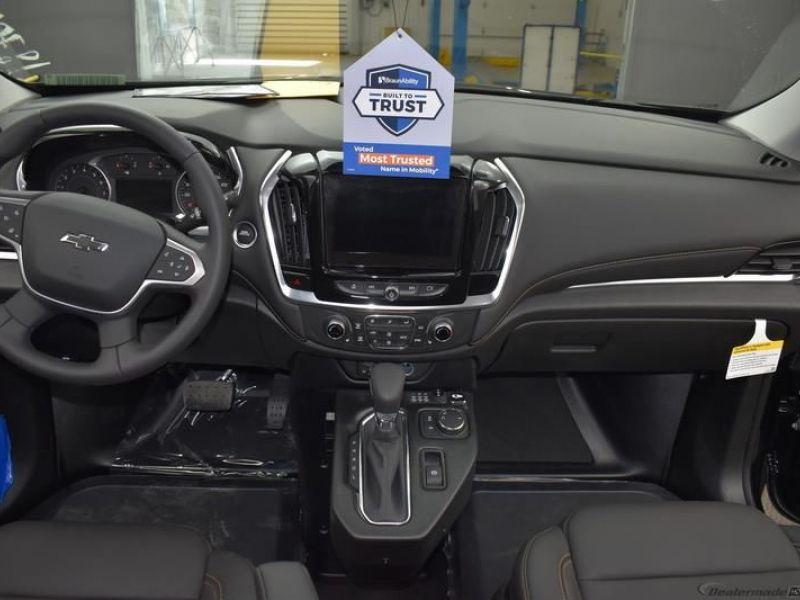 Black Chevrolet Traverse image number 8