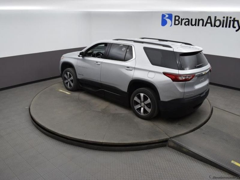 Silver Chevrolet Traverse image number 21