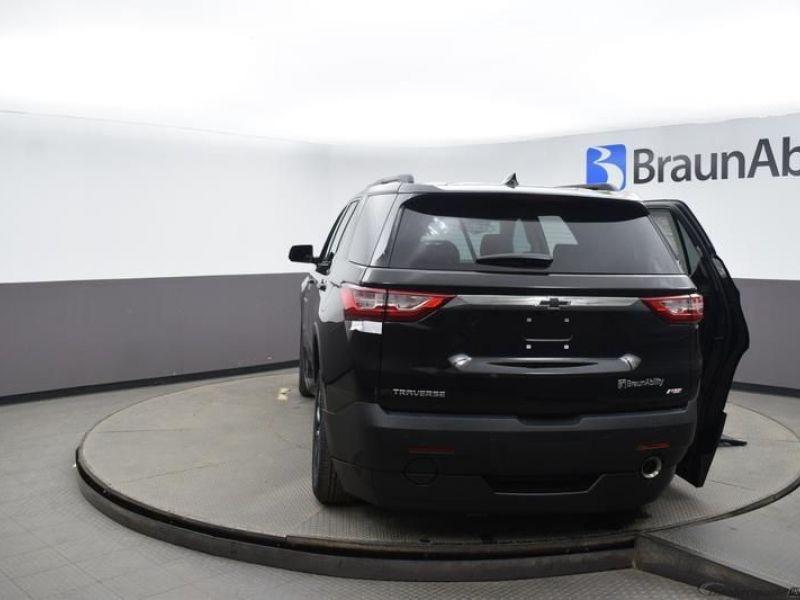 Black Chevrolet Traverse image number 4