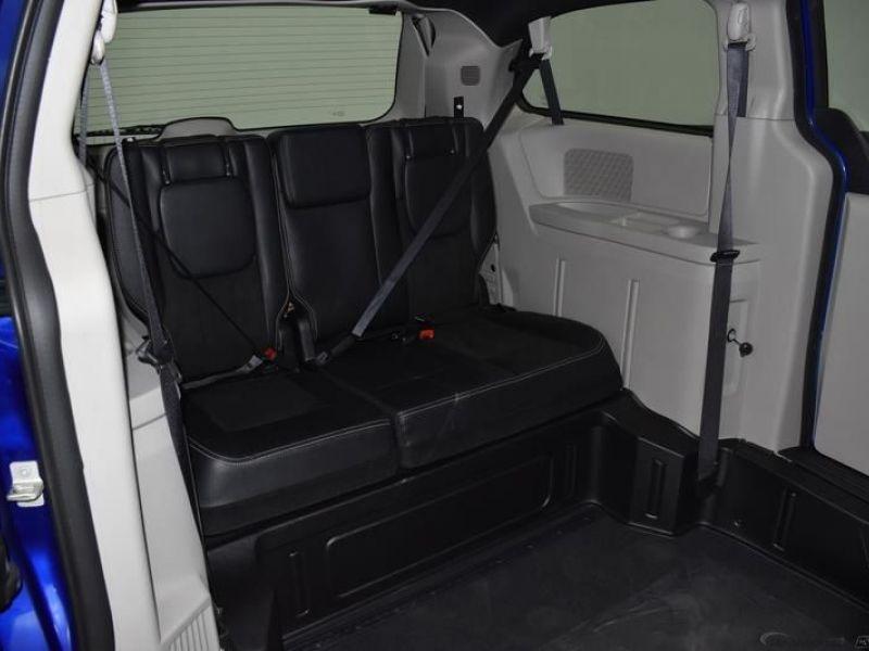 Blue Dodge Grand Caravan image number 9