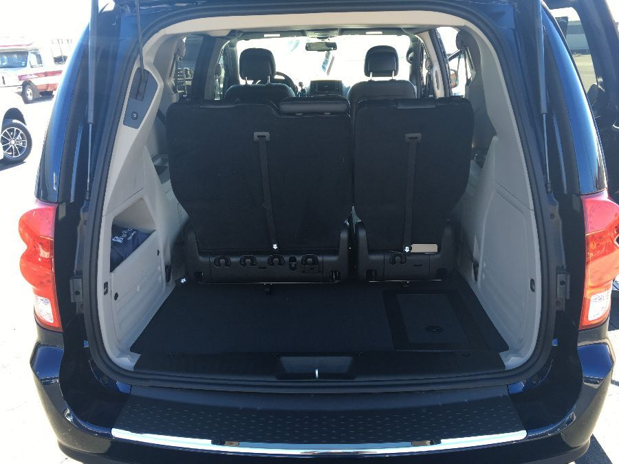 Blue Dodge Grand Caravan image number 18