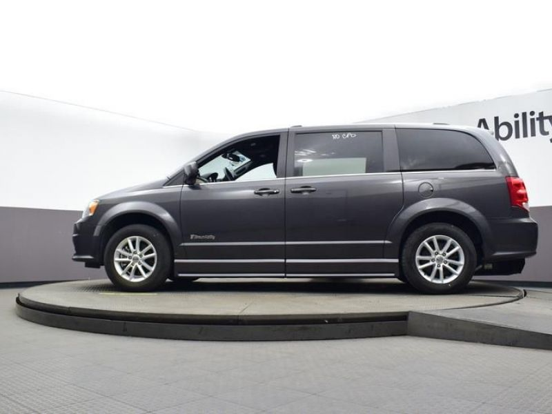 Gray Dodge Grand Caravan image number 12