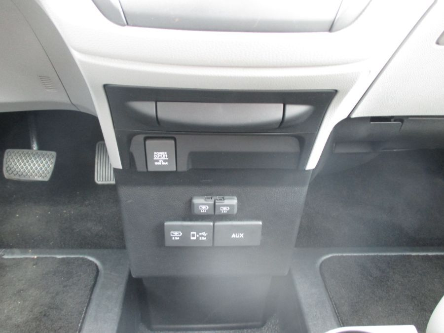 Gray Honda Odyssey image number 12