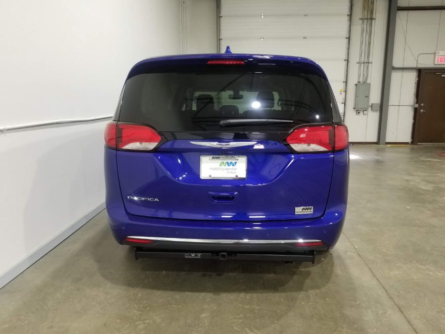 Blue Chrysler Pacifica image number 6