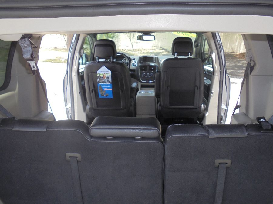 Silver Dodge Grand Caravan image number 24