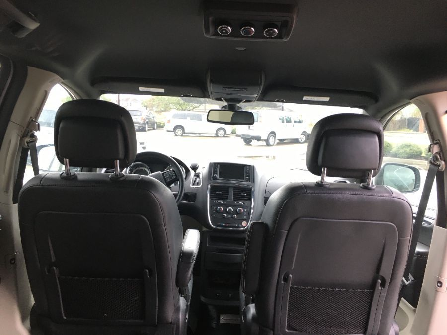 Silver Dodge Grand Caravan image number 12