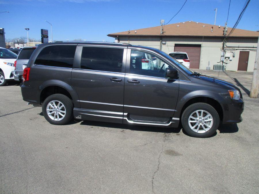 Gray Dodge Grand Caravan image number 22