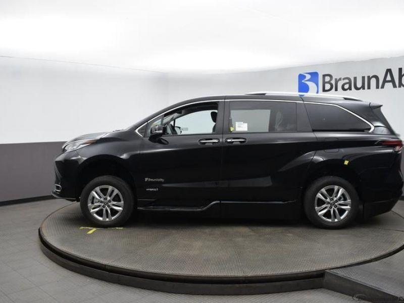 Black Toyota Sienna image number 3