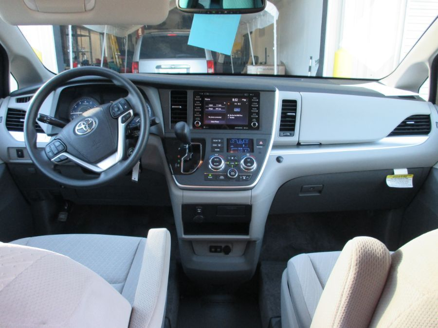 Red Toyota Sienna image number 8