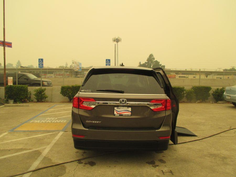 Gray Honda Odyssey image number 4