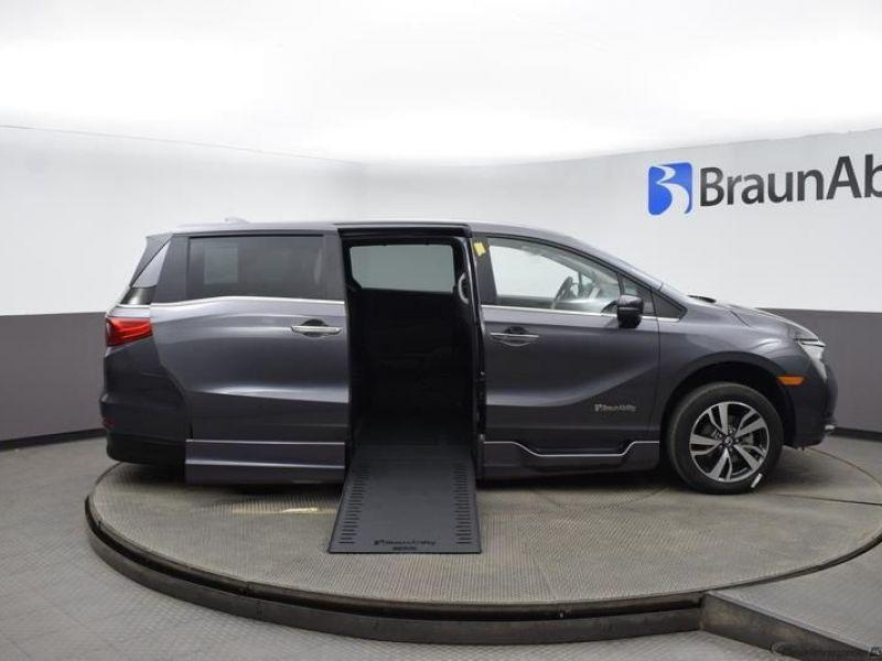 Gray Honda Odyssey image number 8