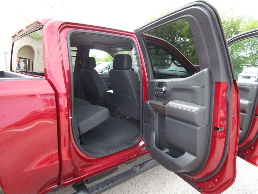 Red Chevrolet Silverado 1500 image number 13