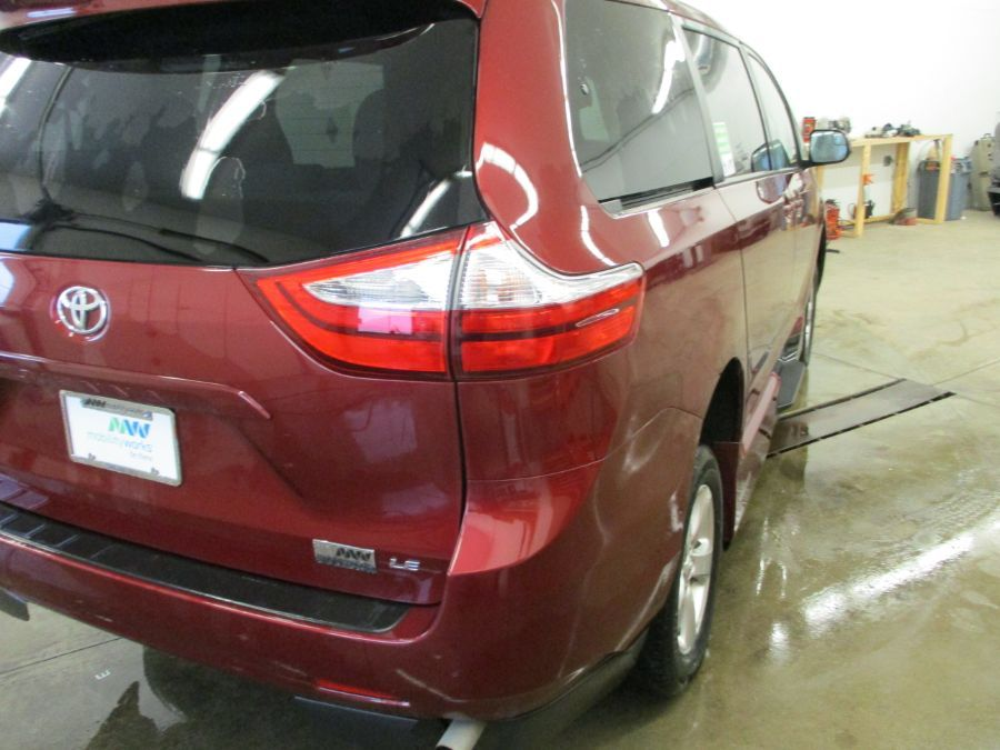 Red Toyota Sienna image number 6