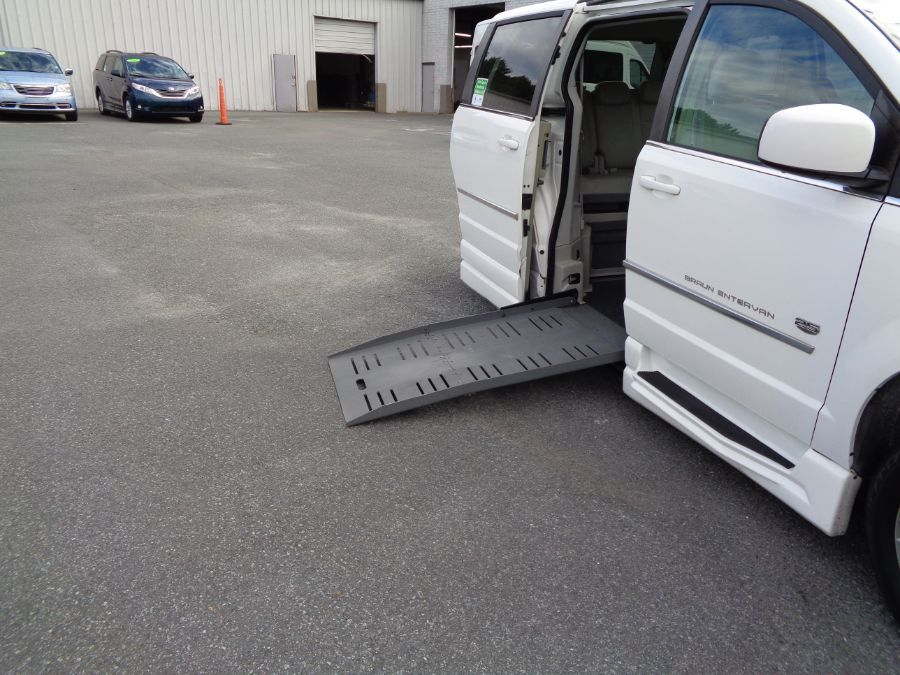 White Chrysler Town and Country image number 3