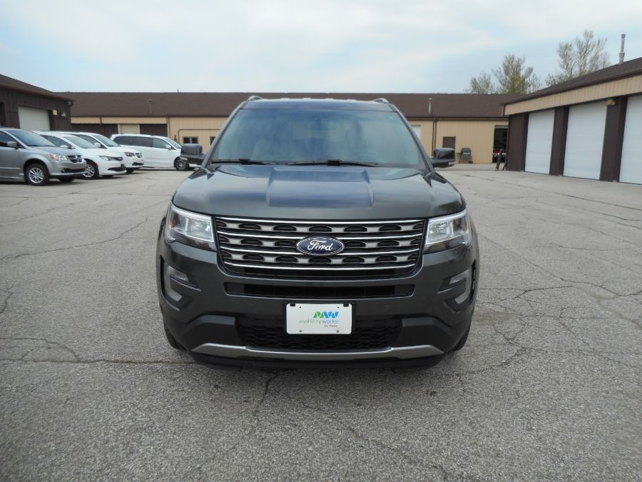 Gray Ford Explorer image number 2