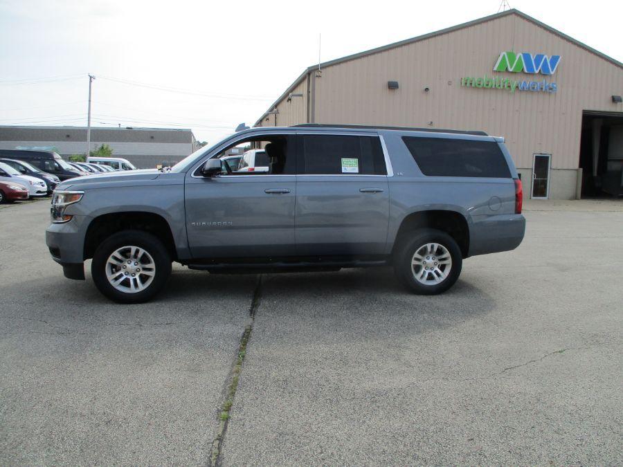 Gray Chevrolet Suburban image number 3