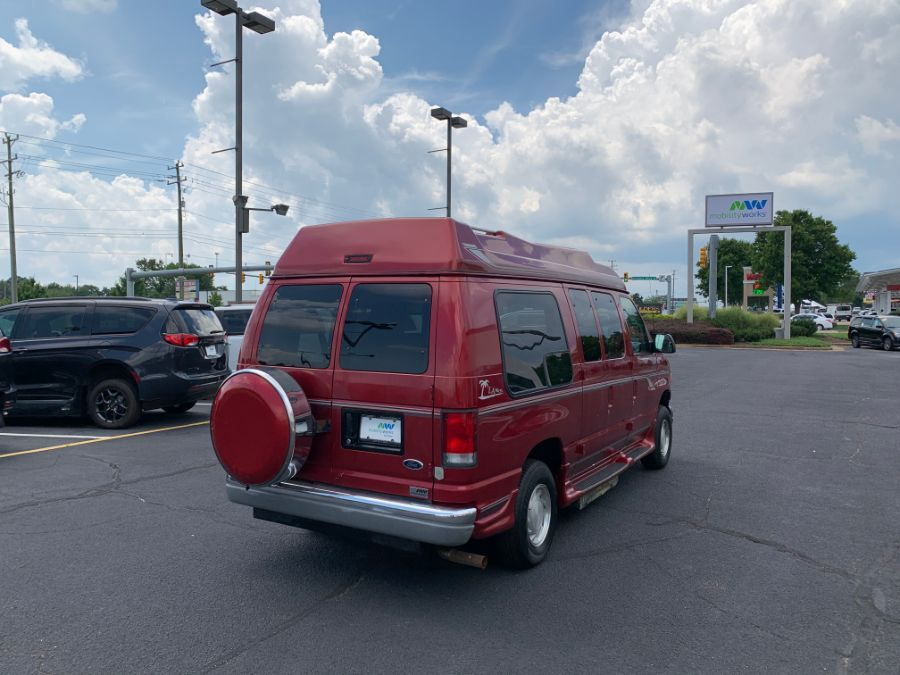 Ford E-150 image number 4
