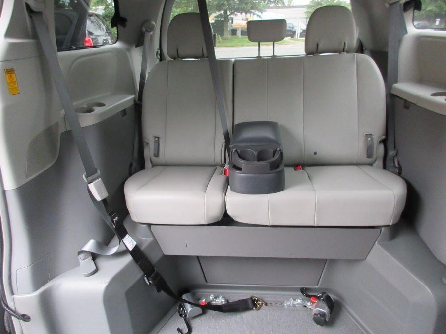 Toyota Sienna image number 6