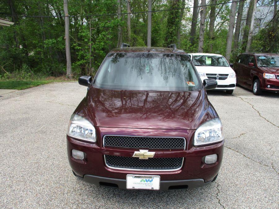 Red Chevrolet Uplander image number 11