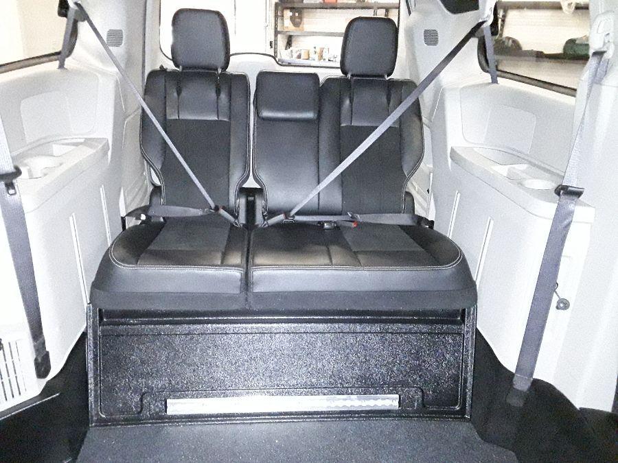 Silver Dodge Grand Caravan image number 18