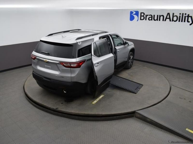 Silver Chevrolet Traverse image number 20