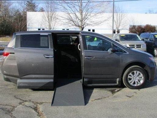 Brown Honda Odyssey image number 7