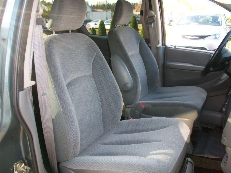Green Dodge Grand Caravan image number 14