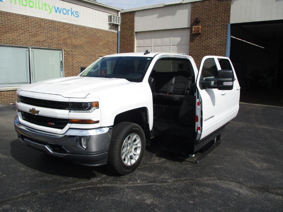 White Chevrolet Silverado 1500 image number 8