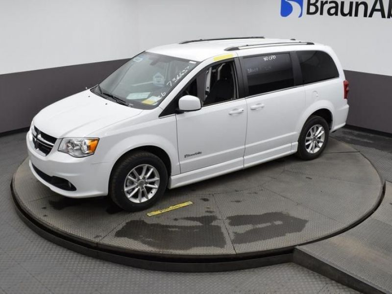 White Dodge Grand Caravan image number 24