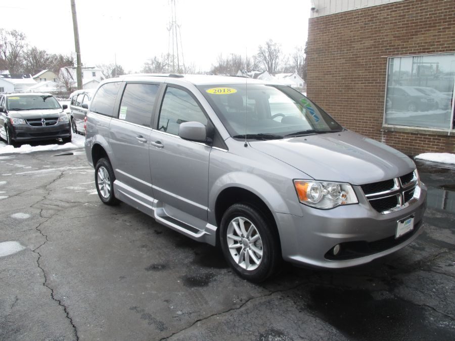 Silver Dodge Grand Caravan image number 28