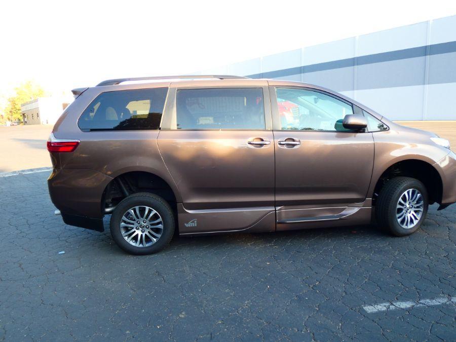 Brown Toyota Sienna image number 4
