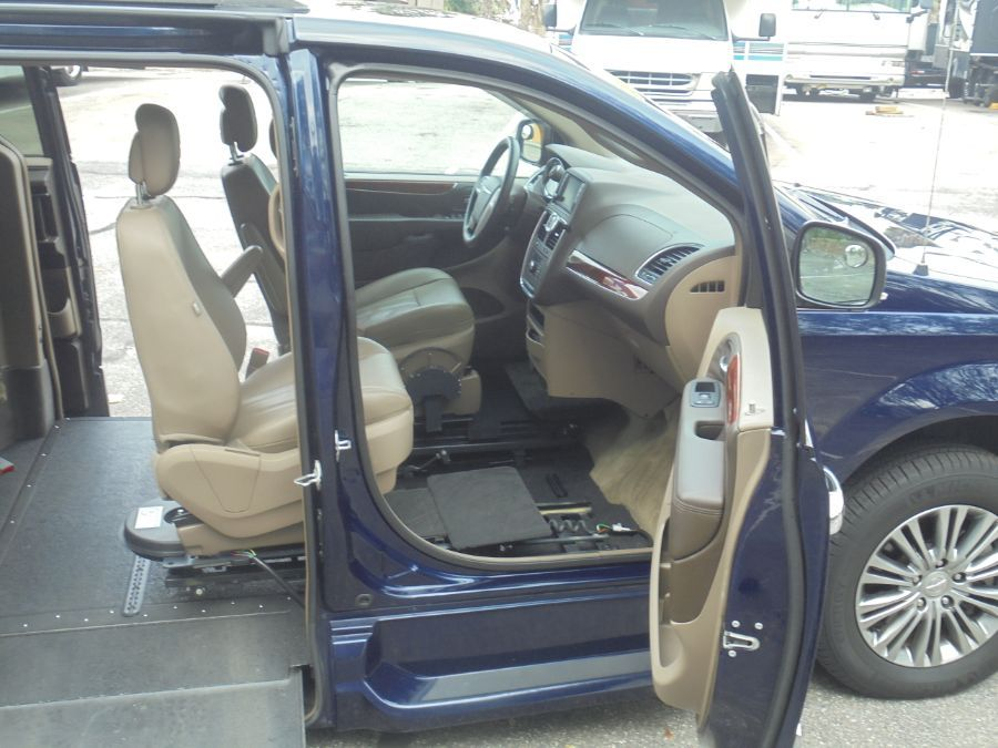 Blue Chrysler Town and Country image number 21