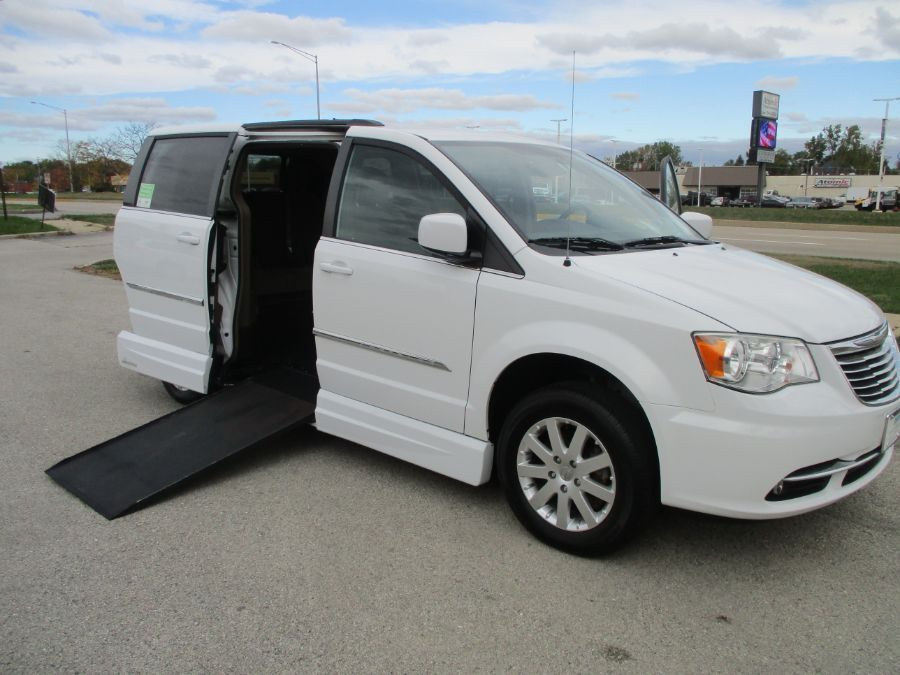 White Chrysler Town and Country image number 0