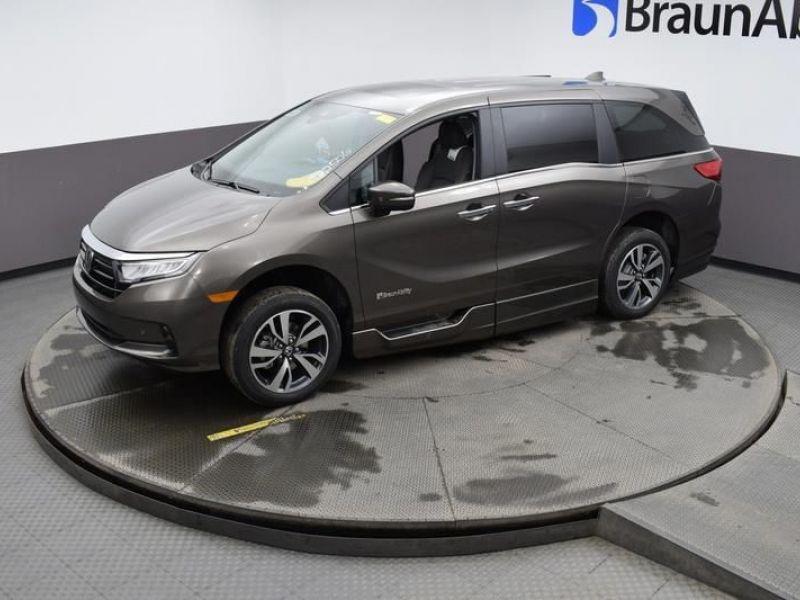 Gray Honda Odyssey image number 19