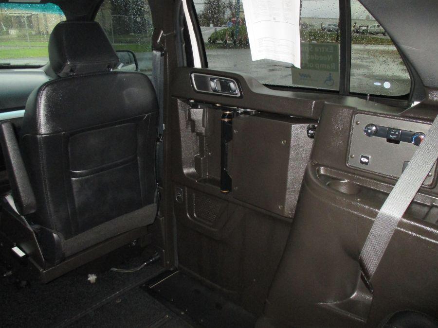 White Ford Explorer image number 17