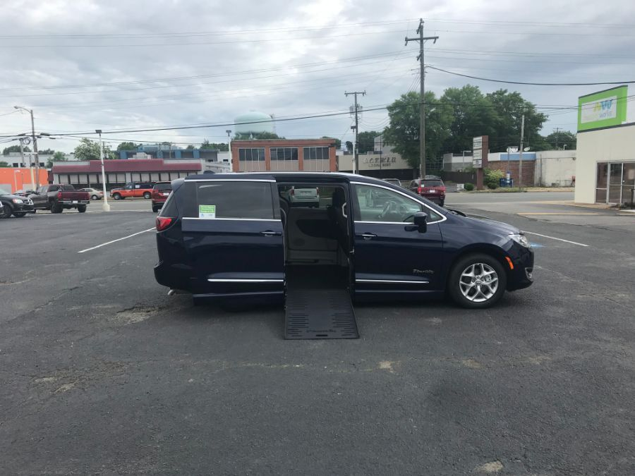 Blue Chrysler Pacifica image number 10
